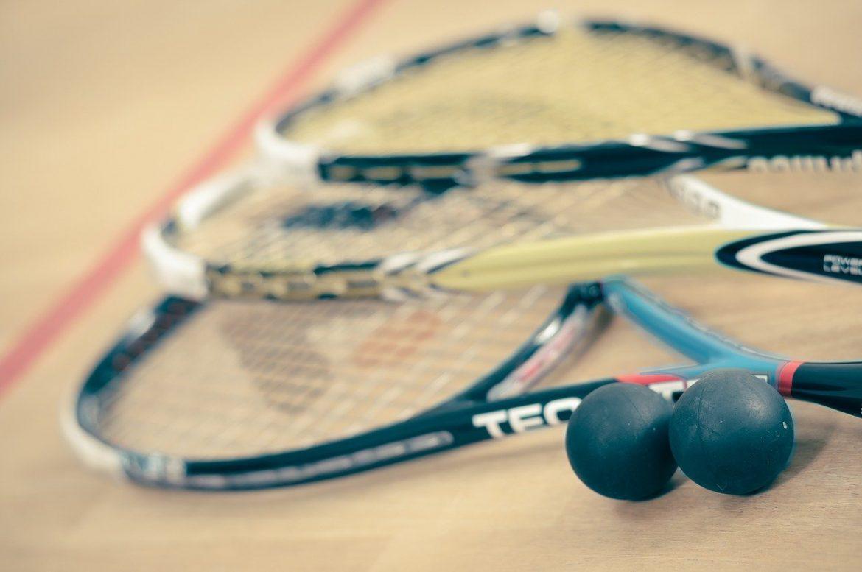 Règle squash : un sport ludique et fun, pour les jeunes comme pour les seniors